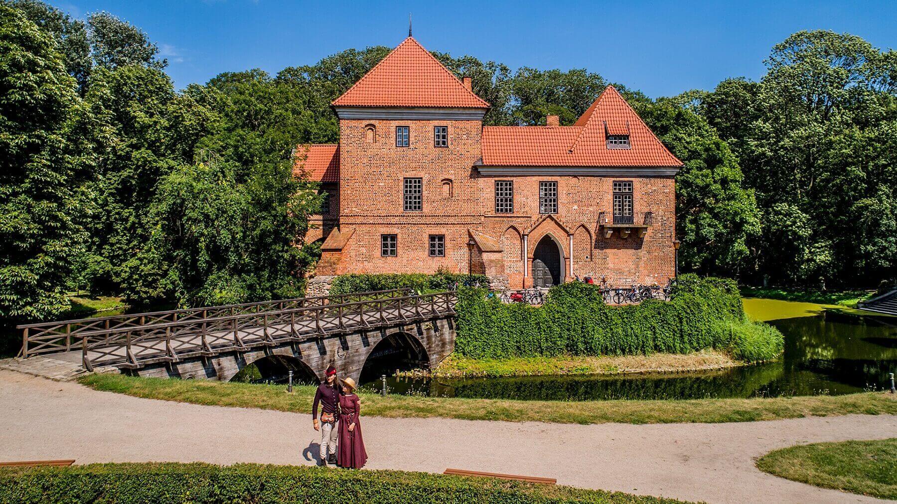 Muzeum Zamek w Oporowie_Centralny Łuk Turystyczny_atrakcje w centrum Polski