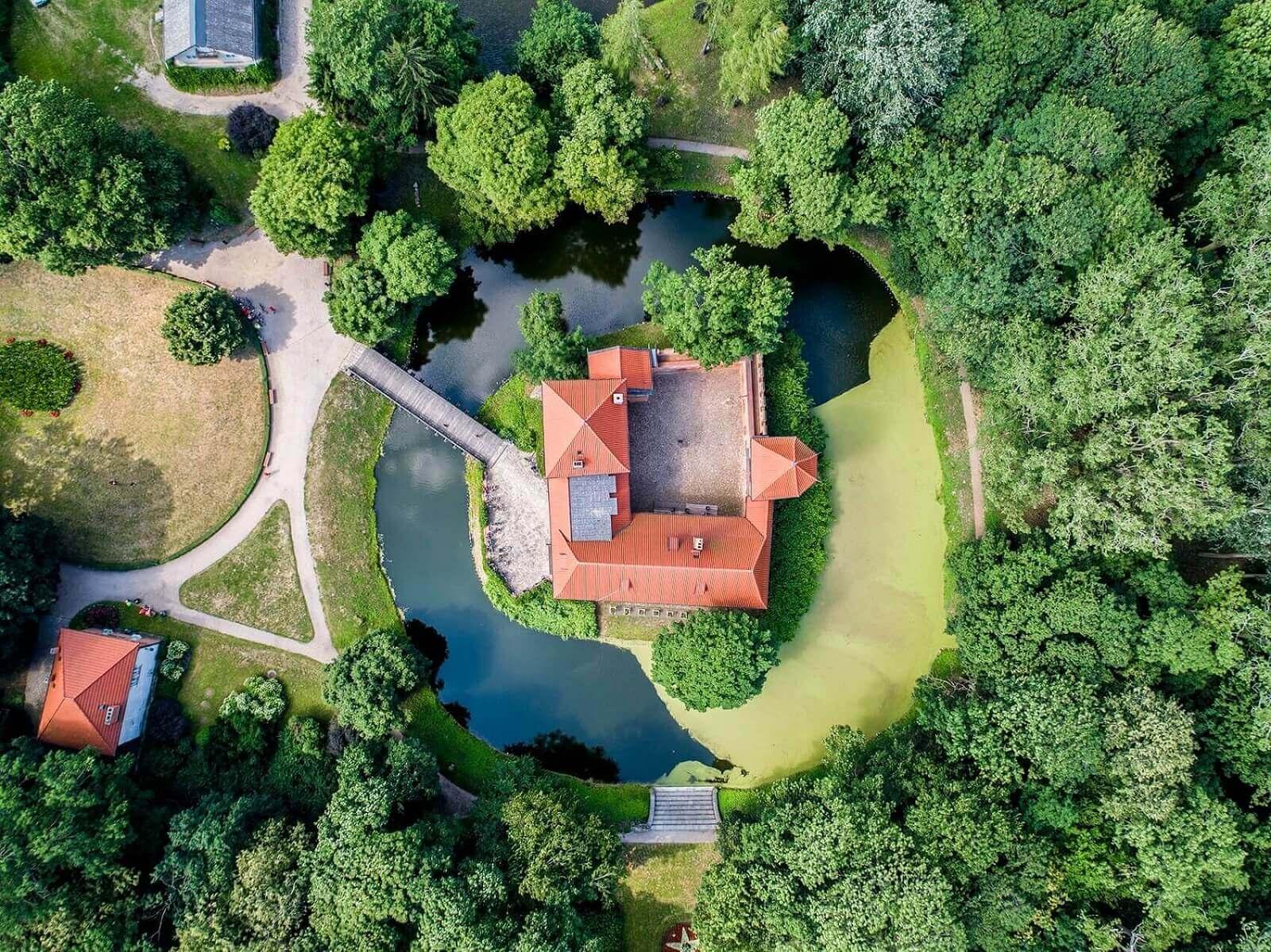 zamki w Centrum Polski_zamek w Oporowie